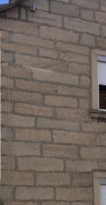 APL-an der Hauswand selten weit oben am haus doch wenn vorher Freileitung